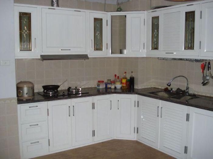 Tủ bếp nhôm kính màu trắng mẫu 3