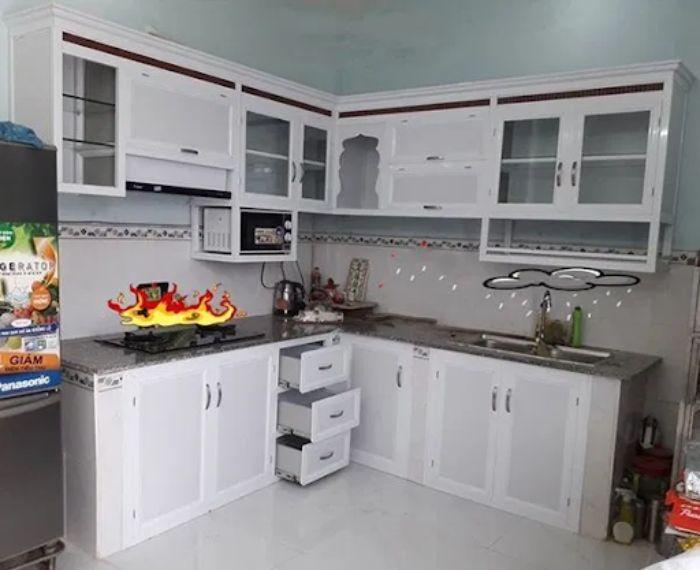 Tủ bếp nhôm kính màu trắng mẫu 4