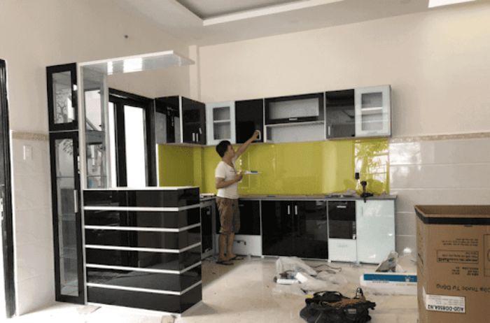Tủ bếp nhôm kính màu đen mẫu 3