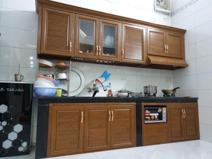 Tủ bếp nhôm kính treo tường vân gỗ mẫu 1
