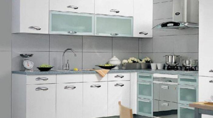 Tủ bếp nhôm kính màu trắng kết hợp kính trong mẫu 3