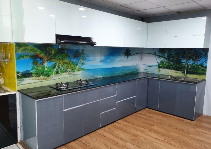 Tủ bếp nhôm kính màu trắng sơn tĩnh điện mẫu 1