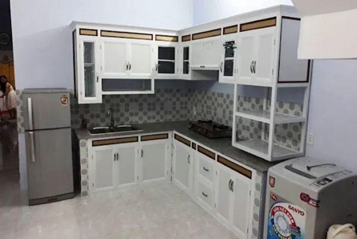 Tủ bếp nhôm kính trắng chữ L mẫu 3