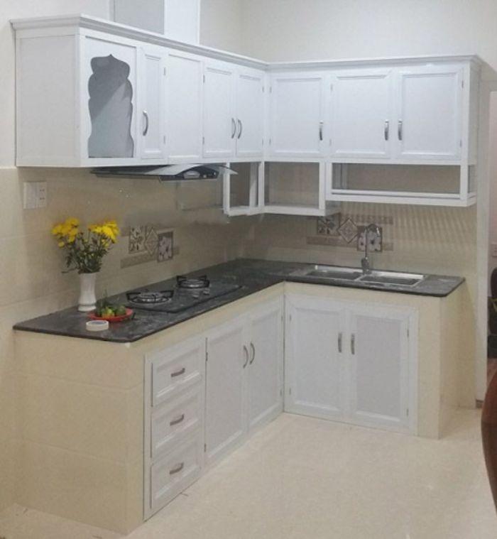 Tủ bếp nhôm kính màu trắng cho không gian nhỏ mẫu 1