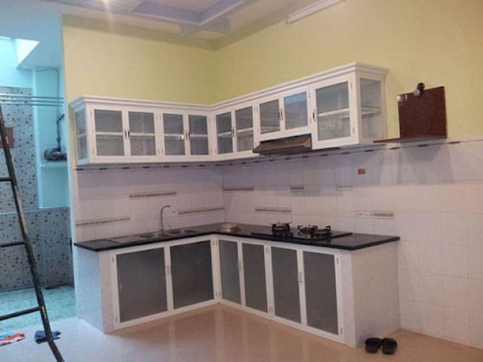Tủ bếp nhôm kính treo tường sơn tĩnh điện mẫu 1