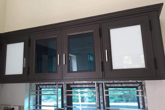 Tủ bếp nhôm kính treo tường màu đen mẫu 2