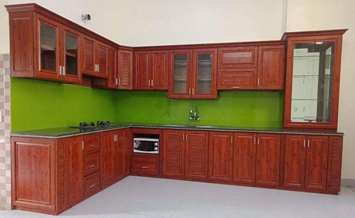 Tủ bếp nhôm kính treo tường giả gỗ mẫu 1
