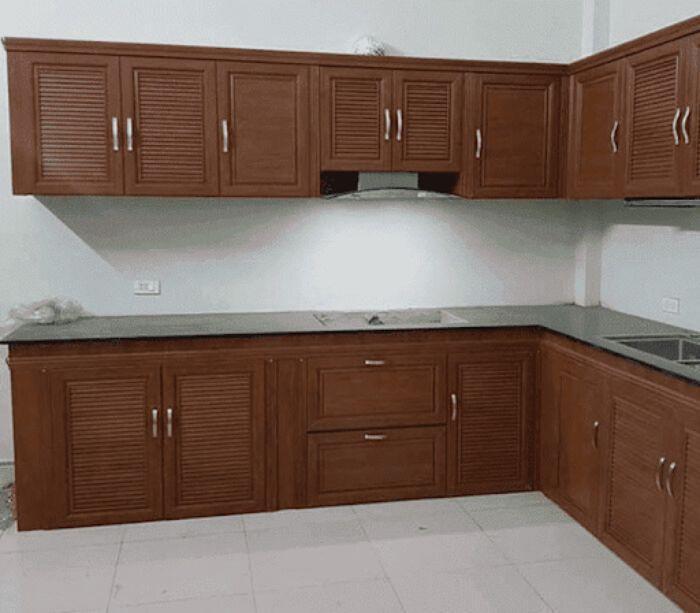 Tủ bếp nhôm kính vân gỗ sơn tĩnh điện mẫu 1