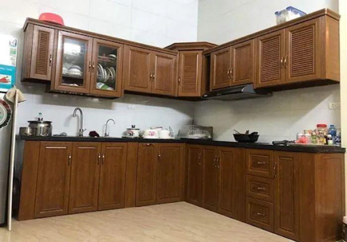 Tủ bếp nhôm kính vân gỗ sơn tĩnh điện mẫu 3