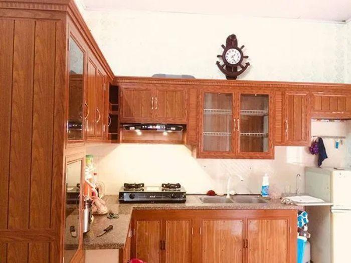 Tủ bếp nhôm kính vân gỗ 2 tầng mẫu 3