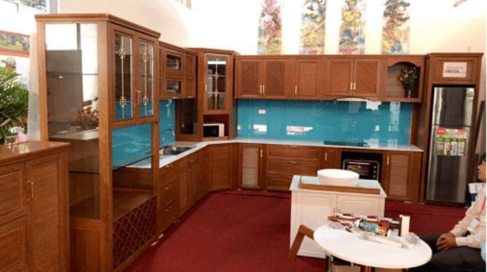 Tủ bếp nhôm kính vân gỗ xingfa mẫu 3