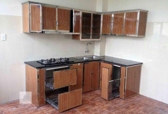 Tủ bếp nhôm kính vân gỗ xingfa mẫu 4