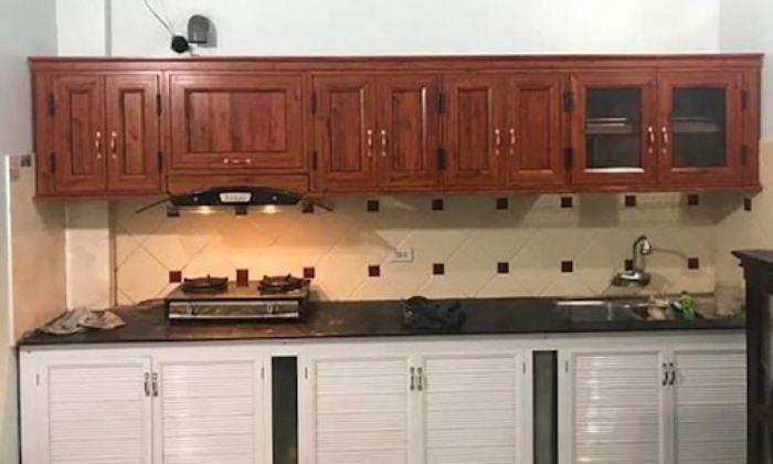 Tủ bếp nhôm kính vân gỗ xingfa mẫu 5