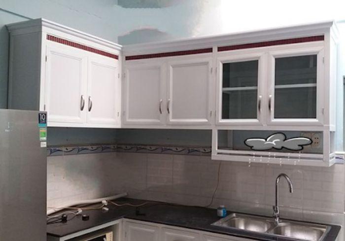 Tủ bếp nhôm xingfa màu trắng mẫu 1