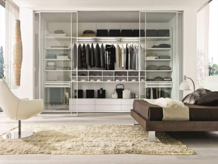 Tủ đựng quần áo có phần khung chắc chắn làm từ nhôm