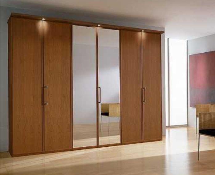Tủ nhôm kính đựng quần áo có thiết kế vân gỗ nhã nhặn