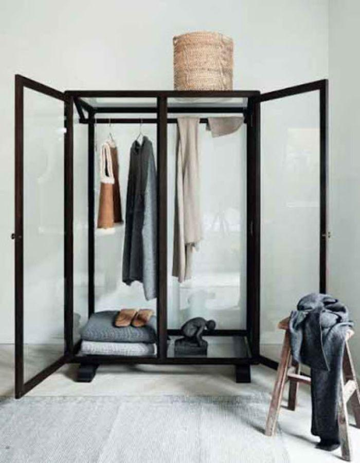 Tủ đựng quần áo với khung nhôm và vách kính trong độc đáo