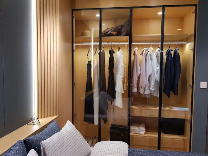 Tủ nhôm kính đựng quần áo âm tường 2 buồng