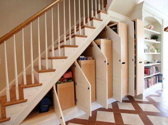 Tủ nhôm kính gầm cầu thang nhiều ngăn độc đáo