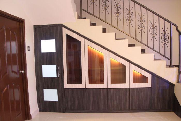 Mẫu tủ gầm cầu thang bằng nhôm kính kéo ngang