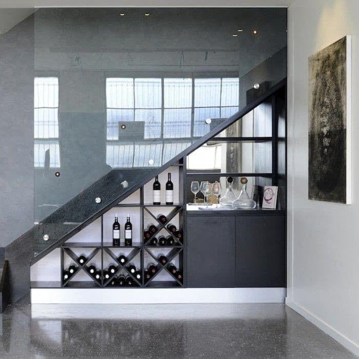 Kích thước tủ phải có sự phù hợp với hình dạng, không gian dưới gầm cầu thang