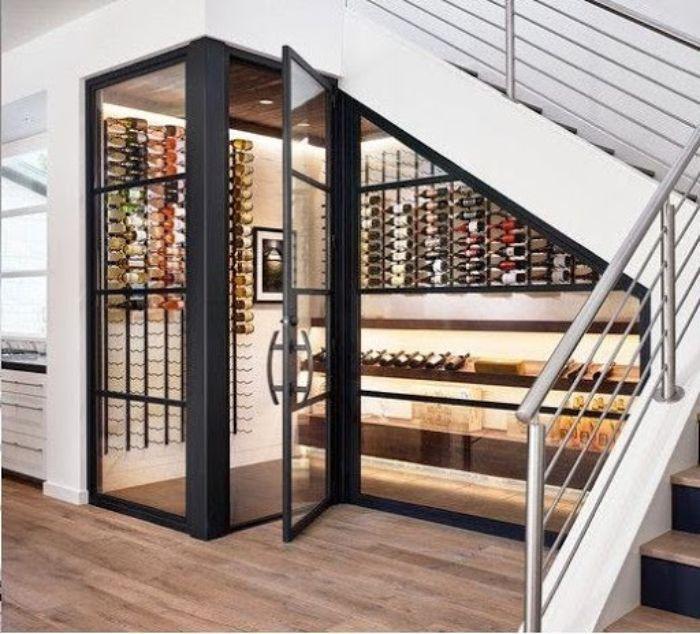 Tủ rượu nhôm kính gầm cầu thang sang trọng, đẳng cấp