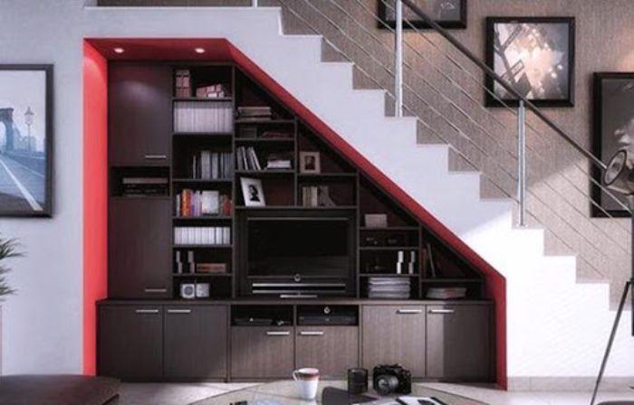 Tủ tivi gầm cầu thang làm từ nhôm kính tiết kiệm không gian