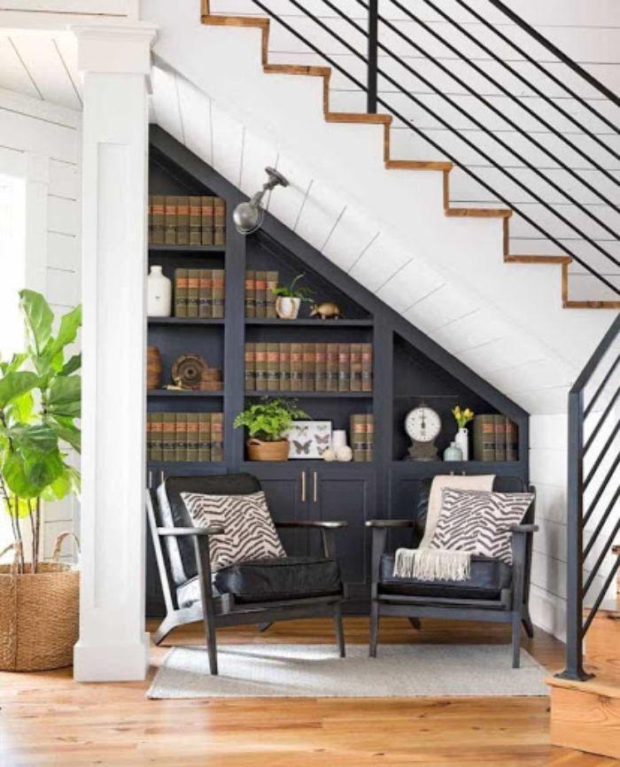 Mẫu tủ sách nhôm kính tại gầm cầu thang đơn giản và tiện dụng