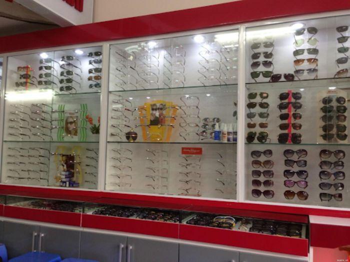 Tủ kính trưng bày bán tạp hóa, giày dép mẫu 4