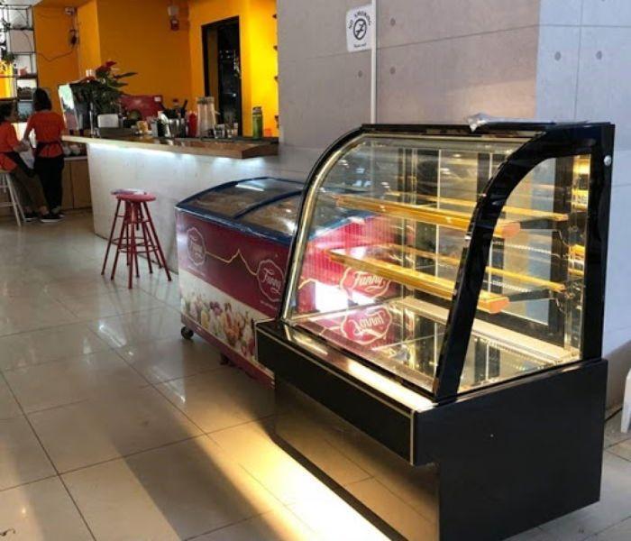 Tủ kính trưng bày đồ ăn, bánh kem, chè mẫu 3