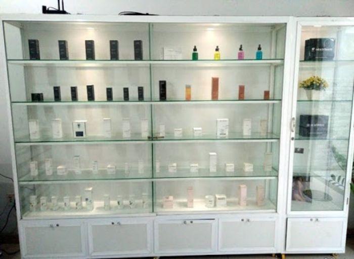 Tủ nhôm kính trưng bày mỹ phẩm mẫu 1