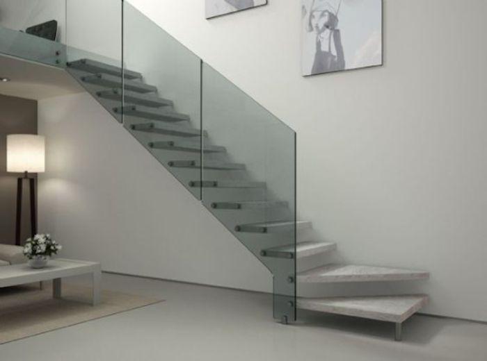 Cầu thang kính cường lực không trụ màu trắng