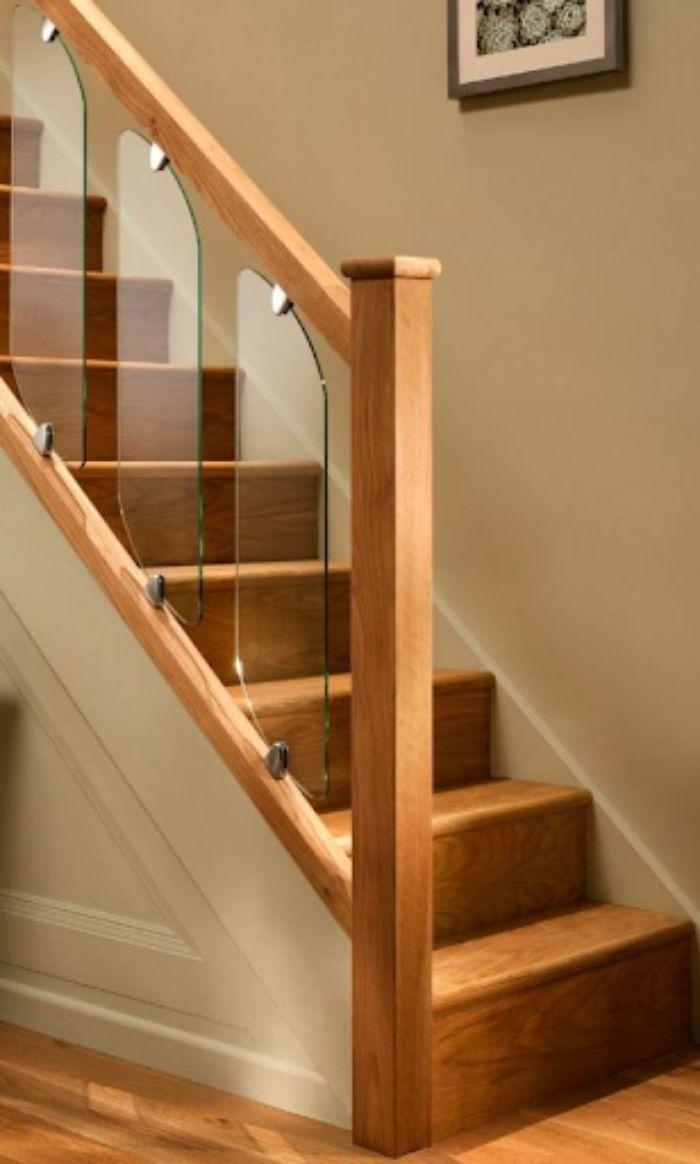 Mẫu cầu thang kính cường lực gỗ có thiết kế đẹp