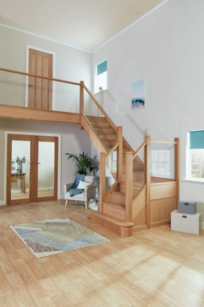 Cầu thang kính cường lực gỗ đơn giản