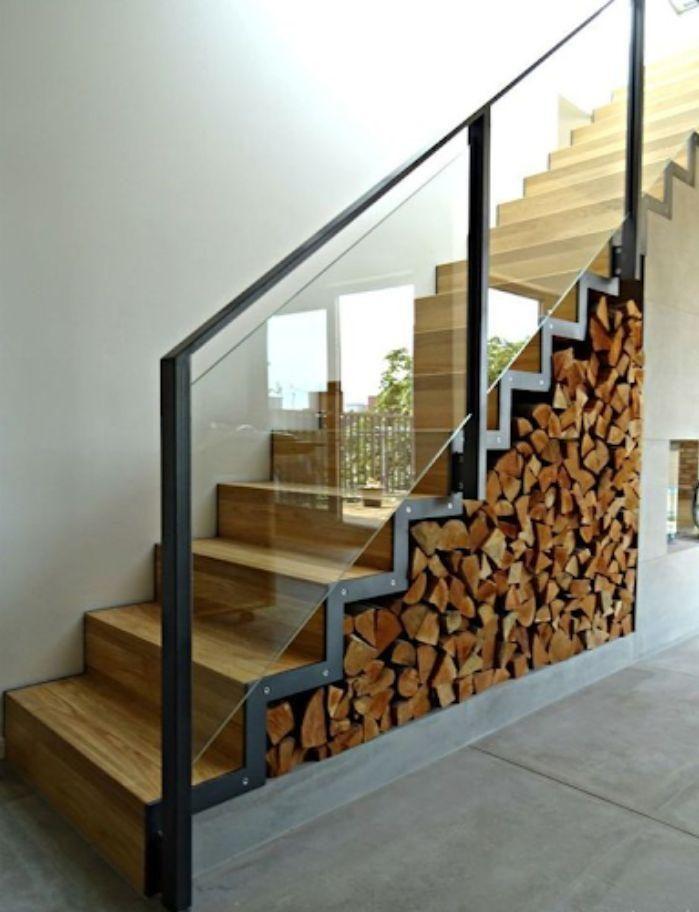Cầu thang kính cường lực tay vịn nhựa có thiết kế tinh tế