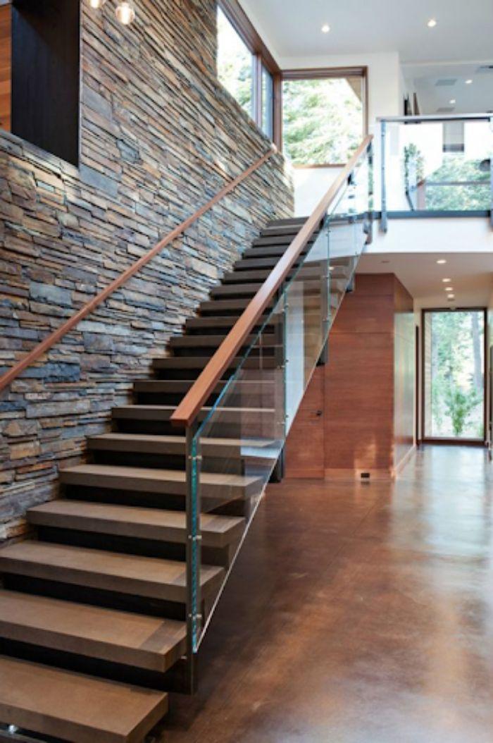 Cầu thang kính không trụ tay vịn gỗ xương cá
