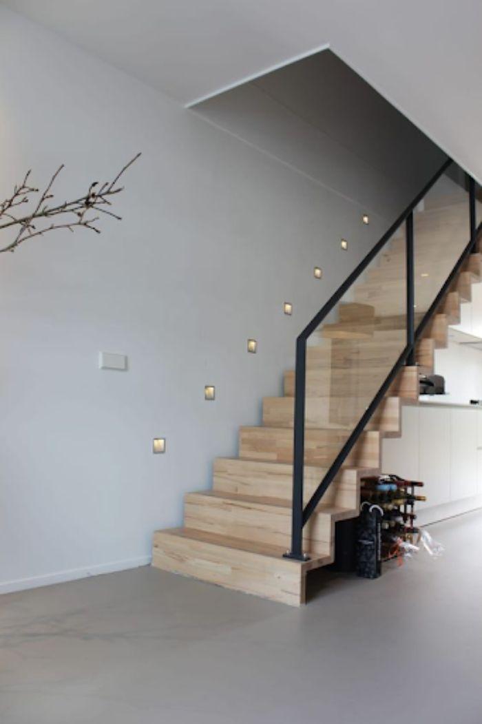 Cầu thang kính tay vịn nhựa bậc gỗ