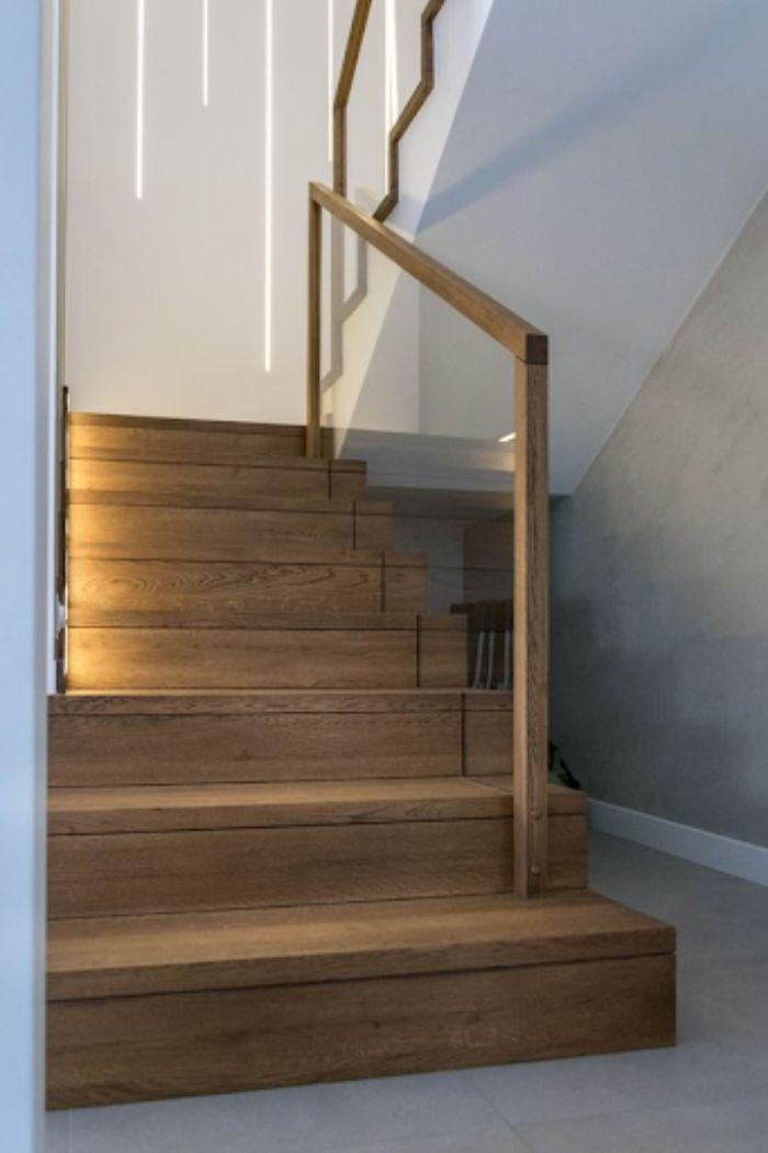 Cầu thang kính tay vịn nhựa giả gỗ thiết kế đơn giản