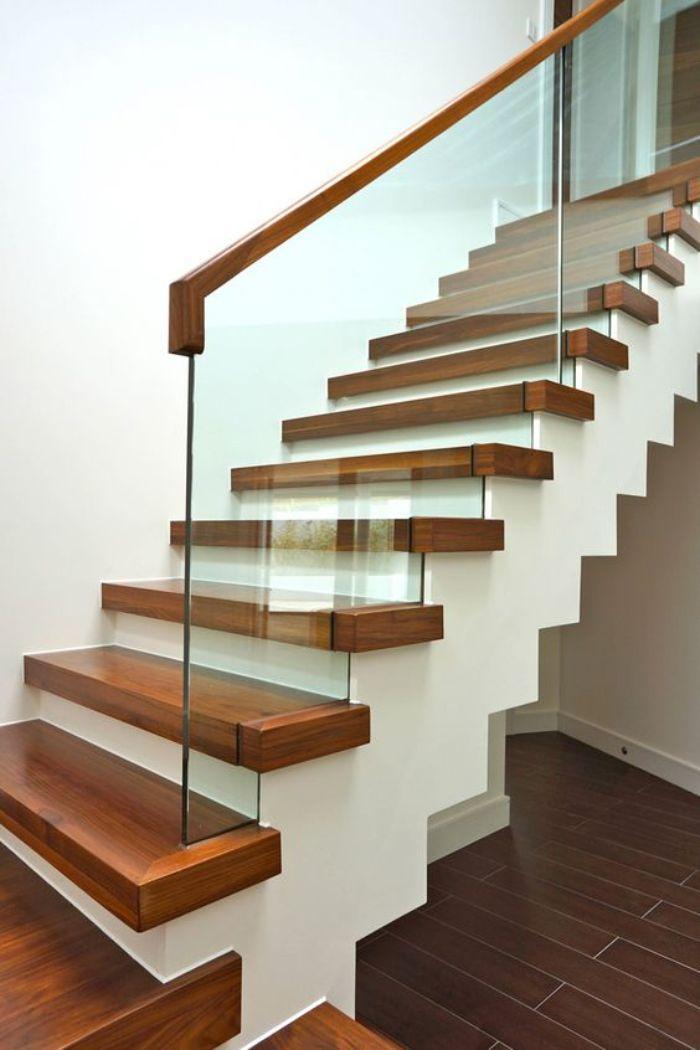 Tay vịn nhựa của cầu thang có thể sẽ bị đổi màu sau khi dùng lâu dài