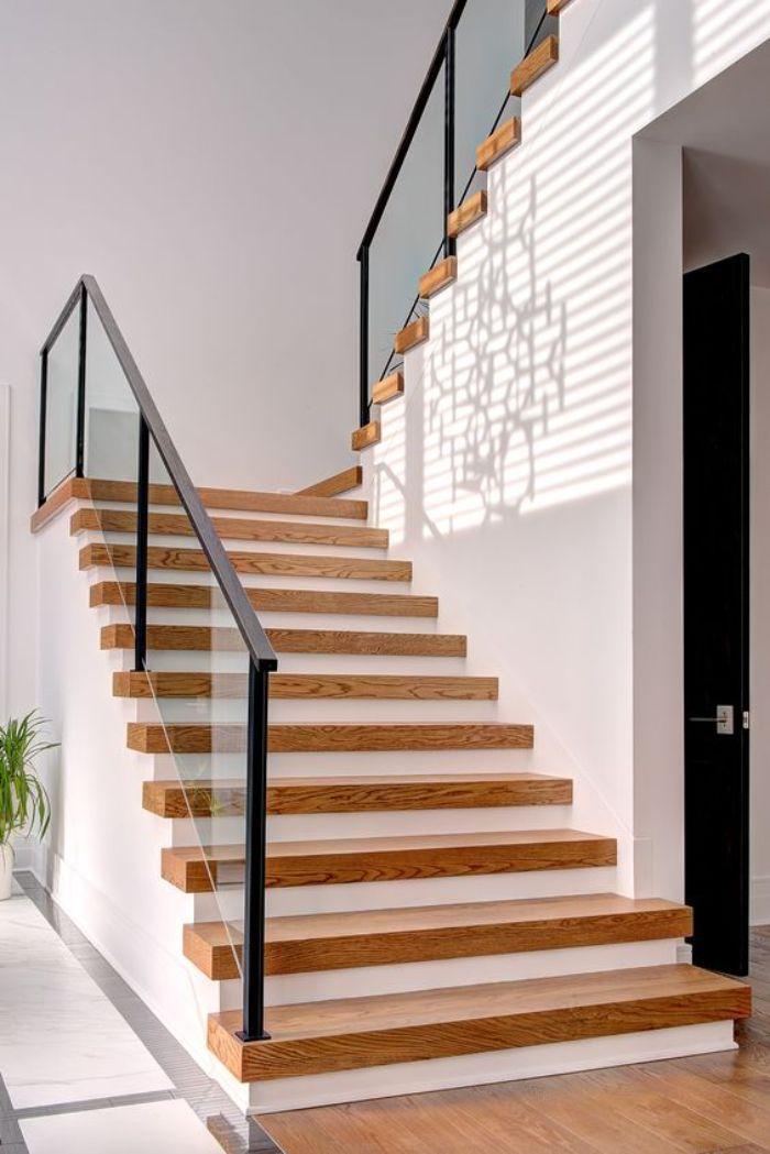 Phần lan can cầu thang sẽ được làm bằng kính cường lực