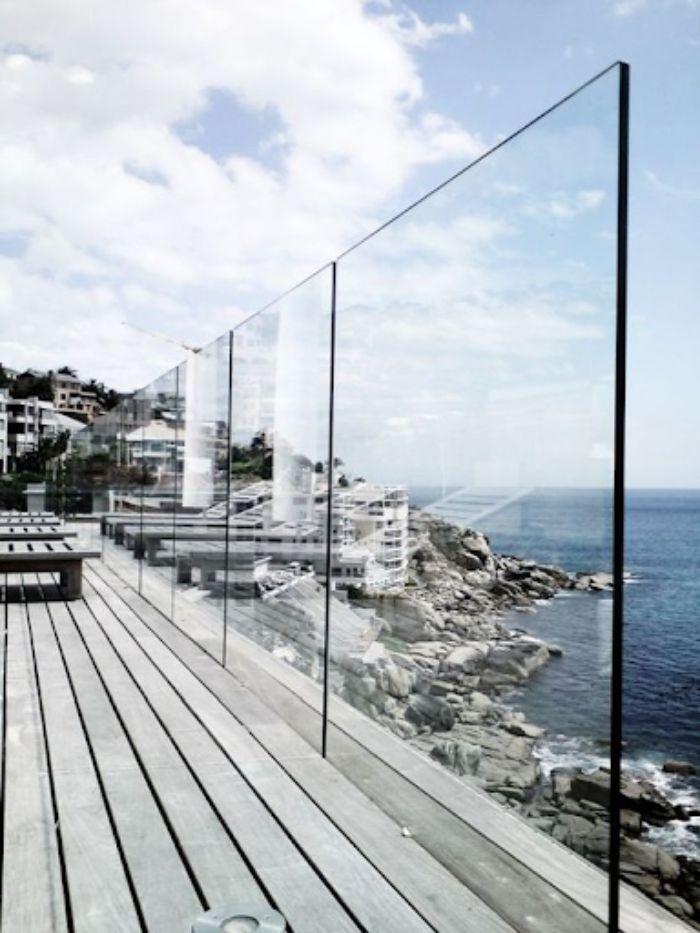 Lan can ban công kính âm sàn cho resort