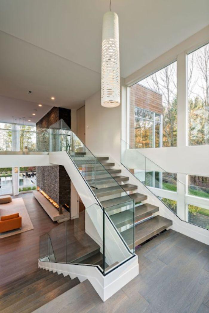 Mẫu lan can cầu thang kính hiện đại cho biệt thự
