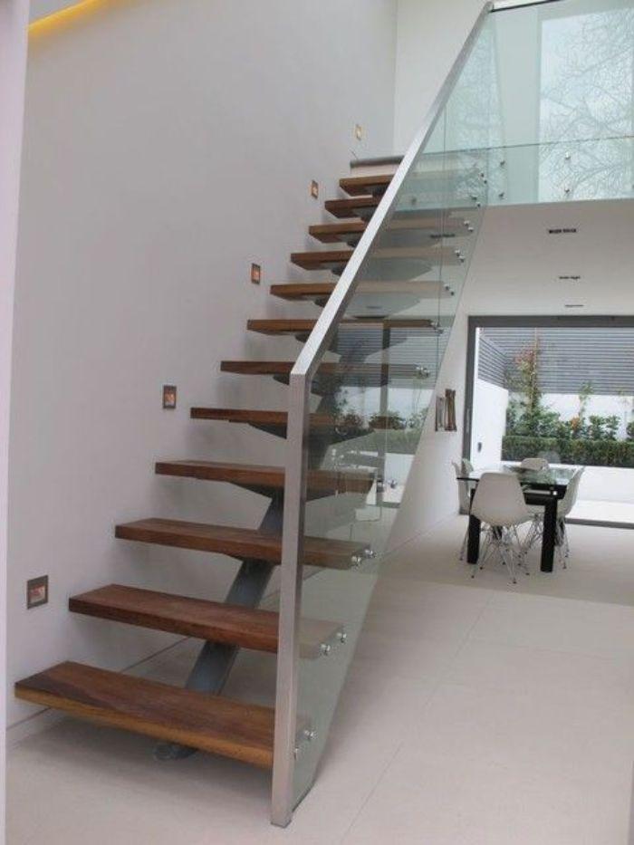 Phần lan can của cầu thang sẽ được làm bằng kính cường lực