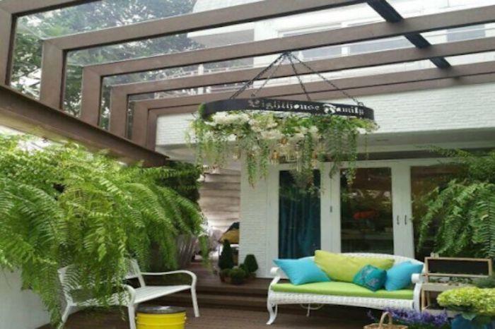 Mái kính đẹp trang trí cho hiên nhà