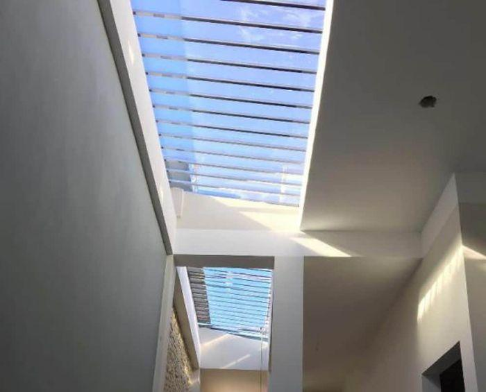 Mái kính giếng trời giúp tăng ánh sáng tự nhiên cho ngôi nhà