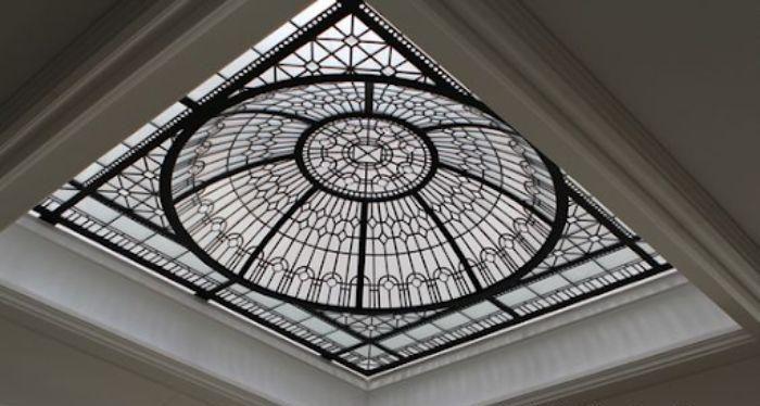 Mái kính giếng trời hình tròn dạng phẳng màu đen