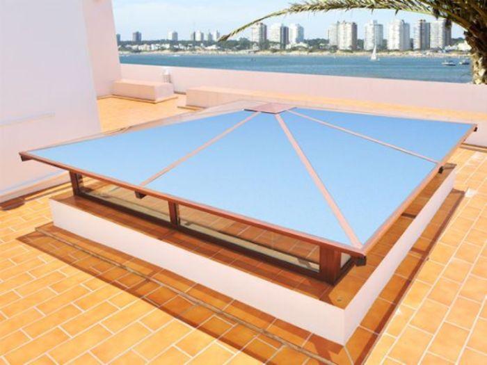 Mái kính giếng trời dạng chóp có sơn giả gỗ