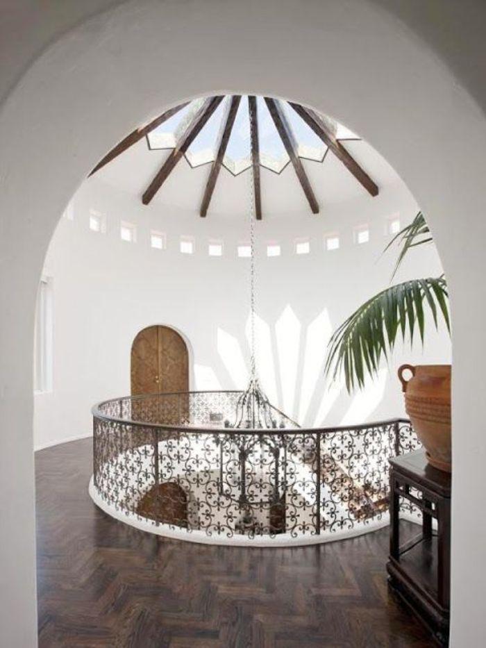 Mái kính cùng giếng trời cho ngôi nhà mang phong cách cổ điển