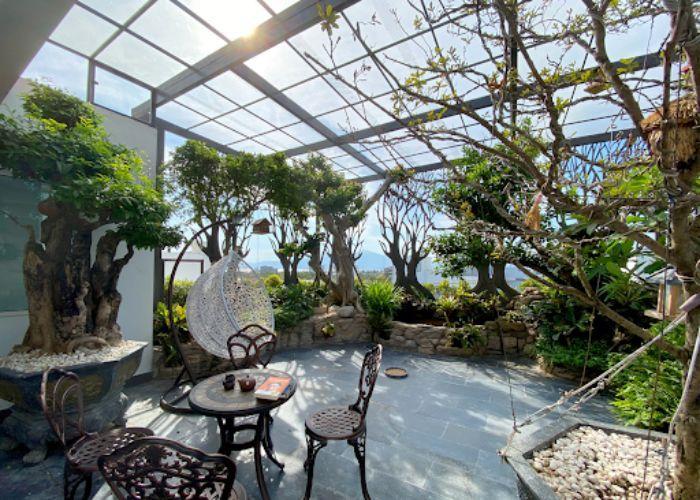 Mái kính sân vườn nhôm xingfa có kích thước lớn