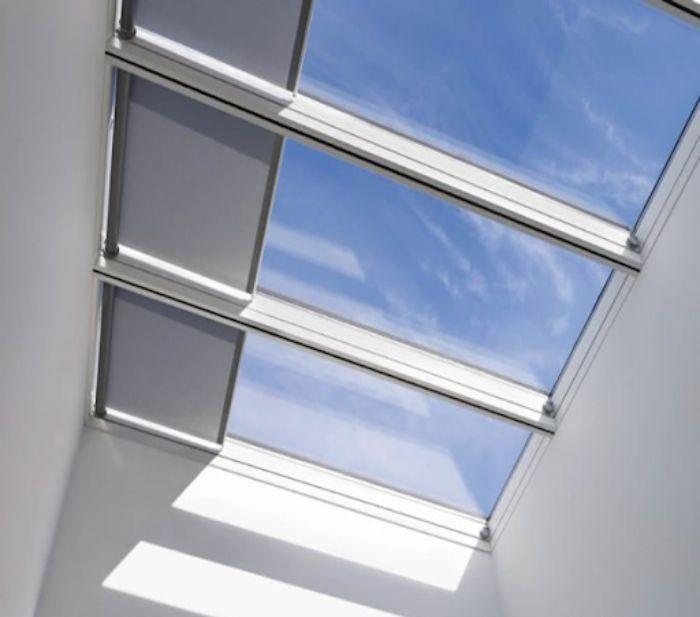 Mái kính sân thượng cửa lùa màu trắng
